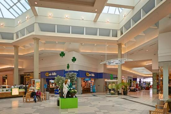 North Olmsted, OH: Great Northern Mall atrium