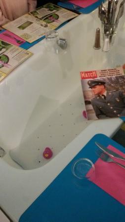 Mamie Bigoude: notre table (sur la baignoire)