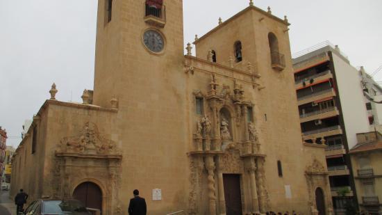 Santa Maria Church : Вид на фасад