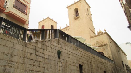 Santa Maria Church : Вид с нижней улицы