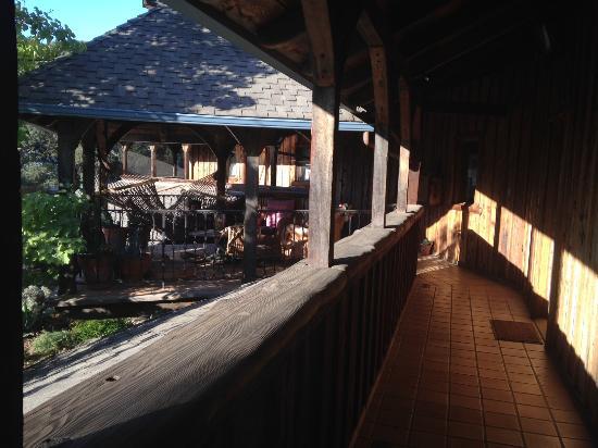 Inn Paradiso: sunlit passageways