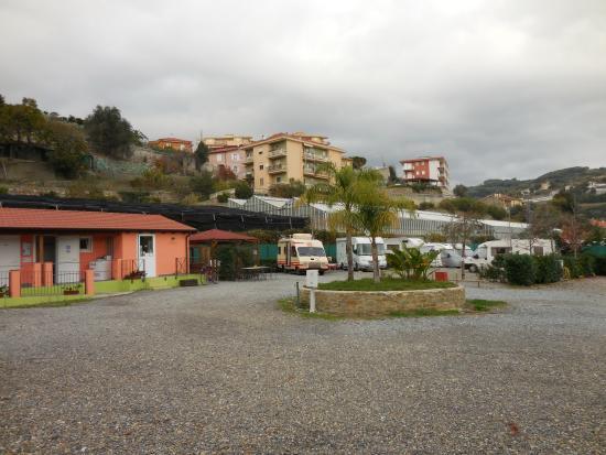 Area Camper Il Pozzo: A 200 mètres de la piste cyclable (Impéria-San Rémo)
