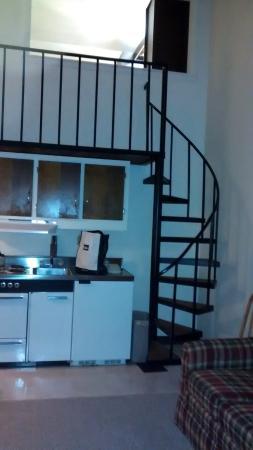 Evergreen Valley Inn and Villas: spiral staircase in condo