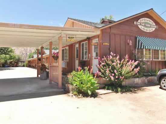 Sequoia Lodge: Front of Lodge