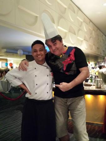 Foto com  um cozinheiro do Hotel