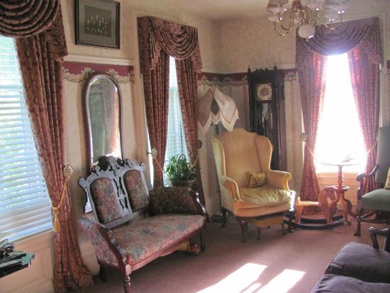 Altemus Corners House Bed & Breakfast Inn