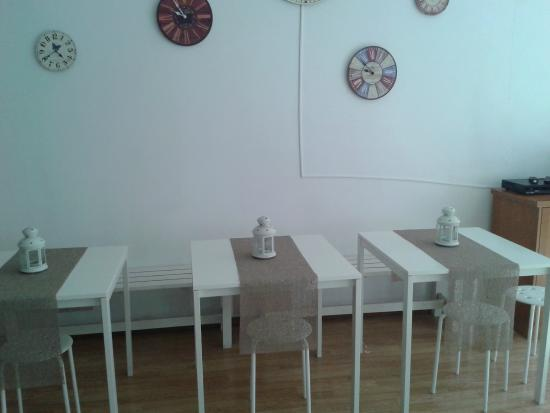 Porto Downtown Hostel: Kitchen and Living room
