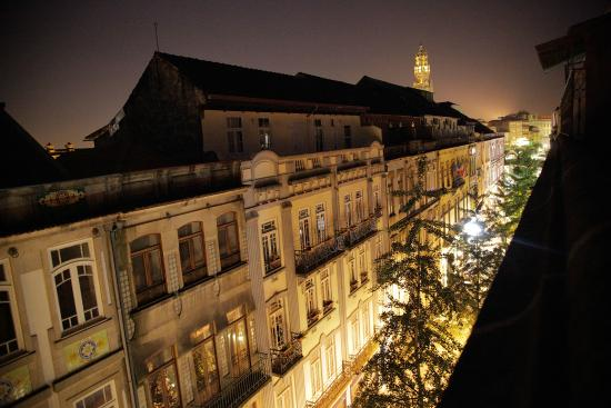 Porto Downtown Hostel: View at night