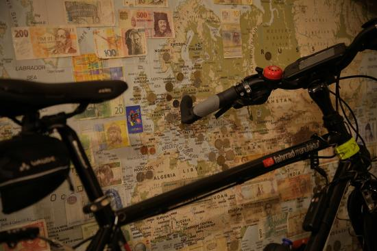 Porto Downtown Hostel: Bike and map
