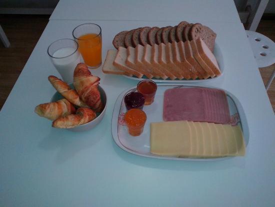Porto Downtown Hostel: Breakfast