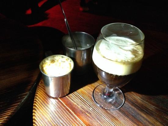 Coffee Manufacture: кава Ромовий дощ та Запаяна кава
