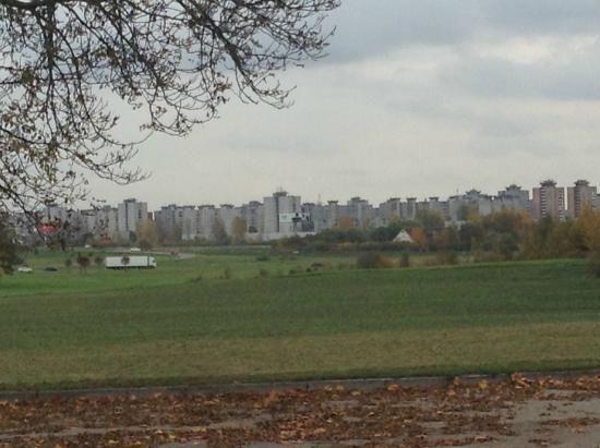 Neuvième fort : Perfil de Kaunas desde el fuerte