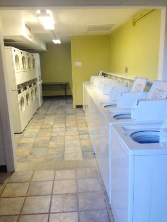 Americas Best Value Inn - Blue Springs / Kansas City : Laundry Room