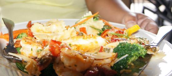 Seascape Ma'alaea Restaurant : Calamari/Fish steak with shrimp (Italian)