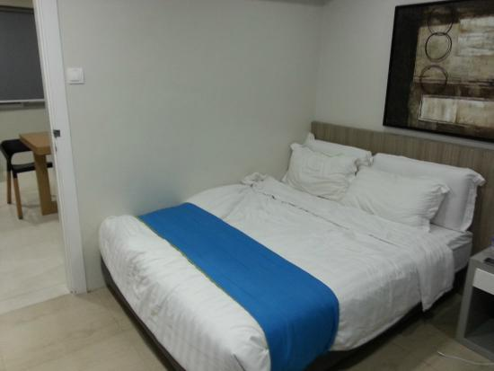 Z Pad Residences: bed
