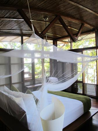Jicaro Island Ecolodge Granada: Romantic netting over the bed