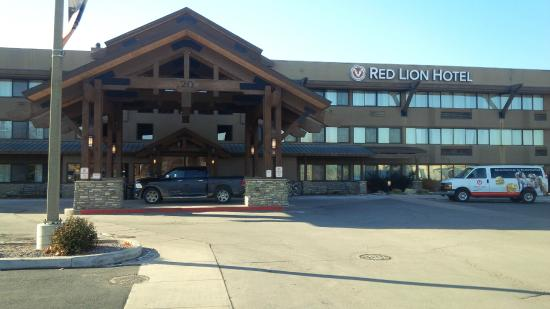 Red Lion Hotel Kalispell: Outside the hotel