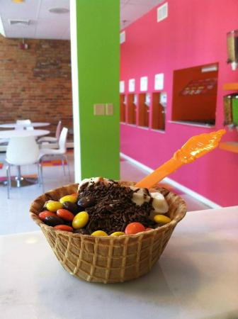 Top It Frozen Yogurt Bar