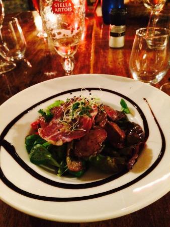 La Tonnellerie: Salade de foies de poulets flambées au cognac.