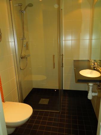 Connect Hotel Arlanda : bathroom