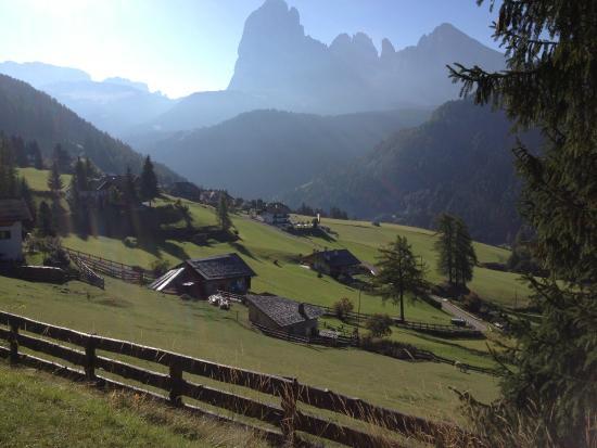 Ansitz Jakoberhof: The dramatic Dolomite Mountains