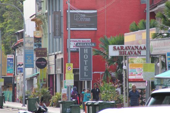 Arianna Hotel dari depan Mustafa Center