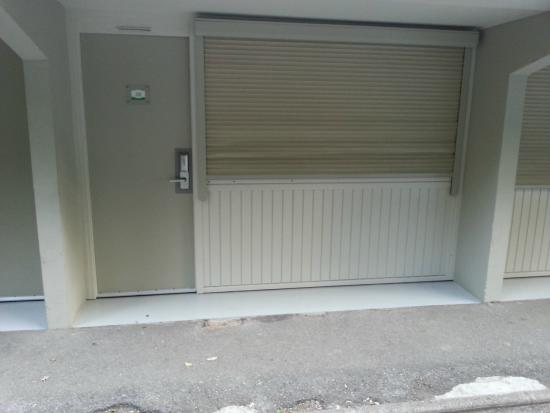 Campanile Cannes Ouest - Mandelieu: camera che affaccia direttamente sul parcheggio
