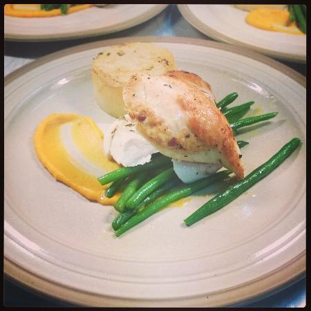 The Mere Inn : Pan fried chicken breast, fondant potato & squash puree
