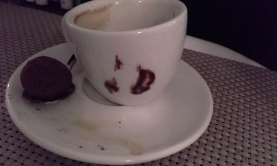 Chez Gabrielle: The happy cup - accidental imprint from the truffle