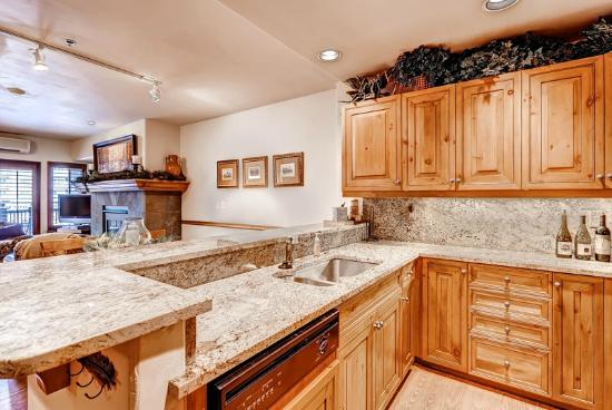 Market Square by Beaver Creek Mountain Lodging by East West: Kitchen - Market Square 202