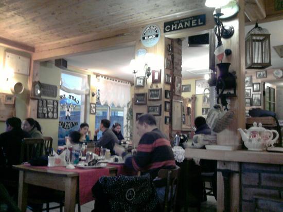 Cafe Inmigrante : Interior del local.