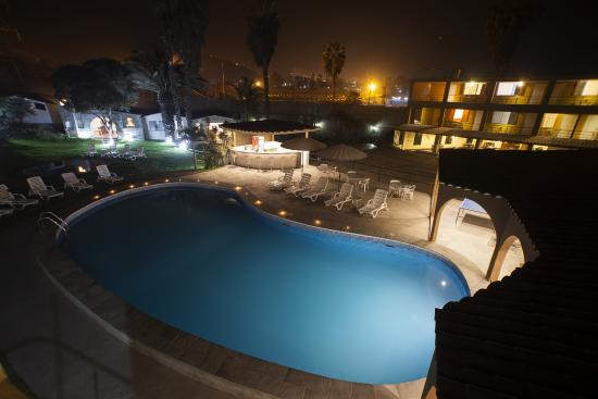 Hotel El Angolo Chosica: Panoramica de Noche