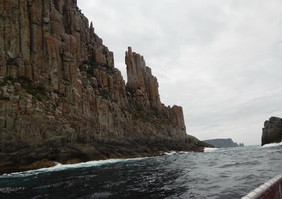 Tasman Island Cruises: Going through the gap - Tasman Island
