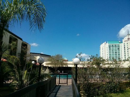 Quality Inn & Suites: Foto da área externa do hotel