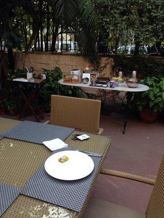 Devna : Breakfast outside terrace