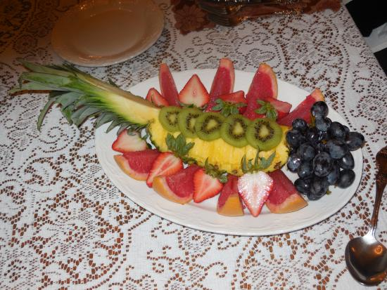 Antebellum Guest House: Gourmet Fruit Dish - Just 1 Example