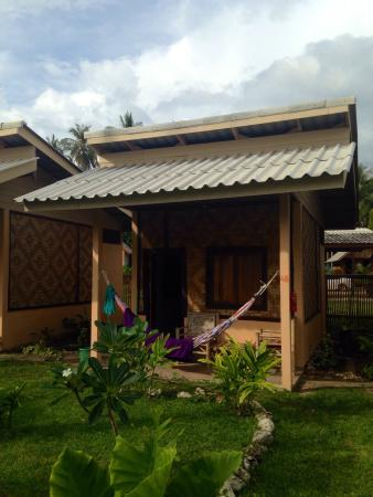 Isara Lanta Resort : One of the 'basic' bungalows. Great value.. With bathroom, bed (with mosquito net) and your own