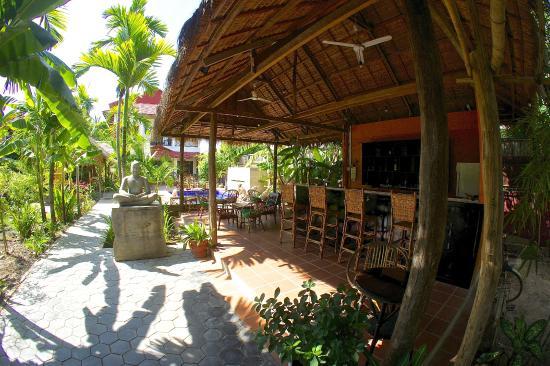 Green Village Angkor Hotel: POOL SIDE BAR