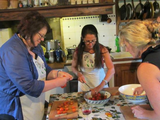 Toscana Mia : Preparing the meal