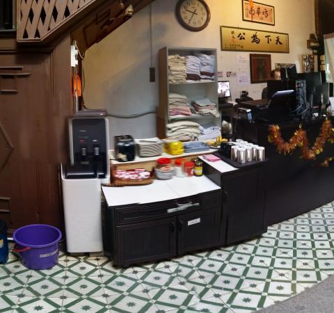 Muntri House: Breakfast/Water dispenser place (beside reception).