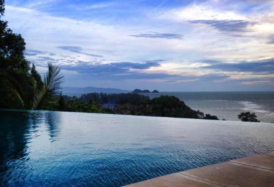 Sunset Hill Resort: Infinity Pool