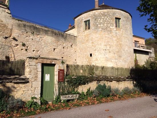Cote-Serein - Chambres de la Tour Cachee: the apartment overlooking the Serein river