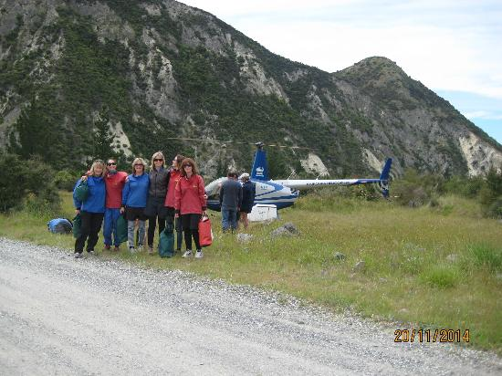 Clarence River Rafting Kaikoura: Girls at the helicopter