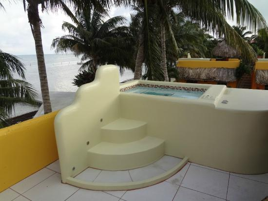 Seaside Cabanas: Lovely jacuzzi on top of the room