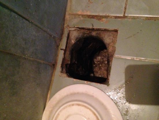 Full Moon Beach Resort: The floor in the bathroom looks tike this