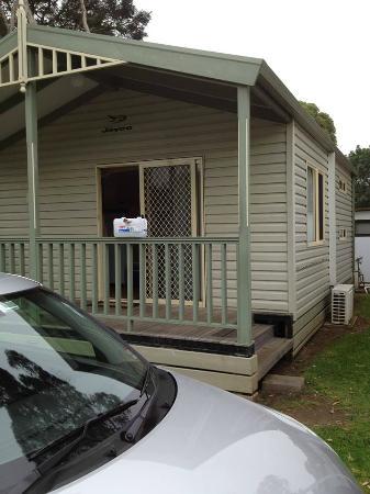 كاوز كارافان بارك: Cabin exterior