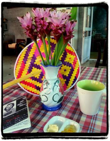 Buri Gallery House: My table at the Buri breakfast room
