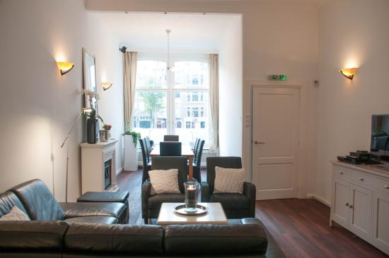 Chariot Amsterdam - canal apartment: Living room