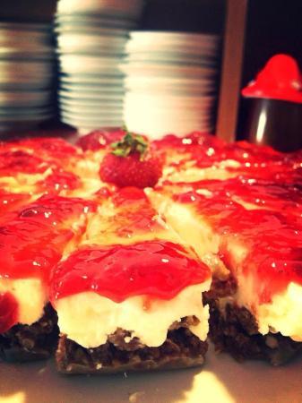 Fidenza Hotel : cheescake fragole colazione dolci fatti in casa sempre