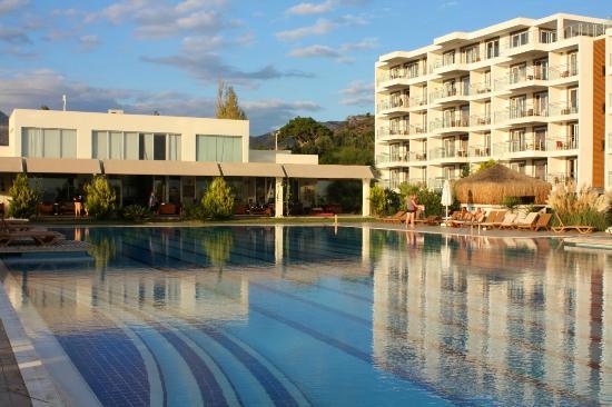 Maxima Paradise Resort Hotel